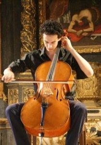 Le violoncelliste Boris Benazdia enregistre à l'Atelier «A.Dvorak – cello concerto in B minor, opus 104 – 1st mov.»